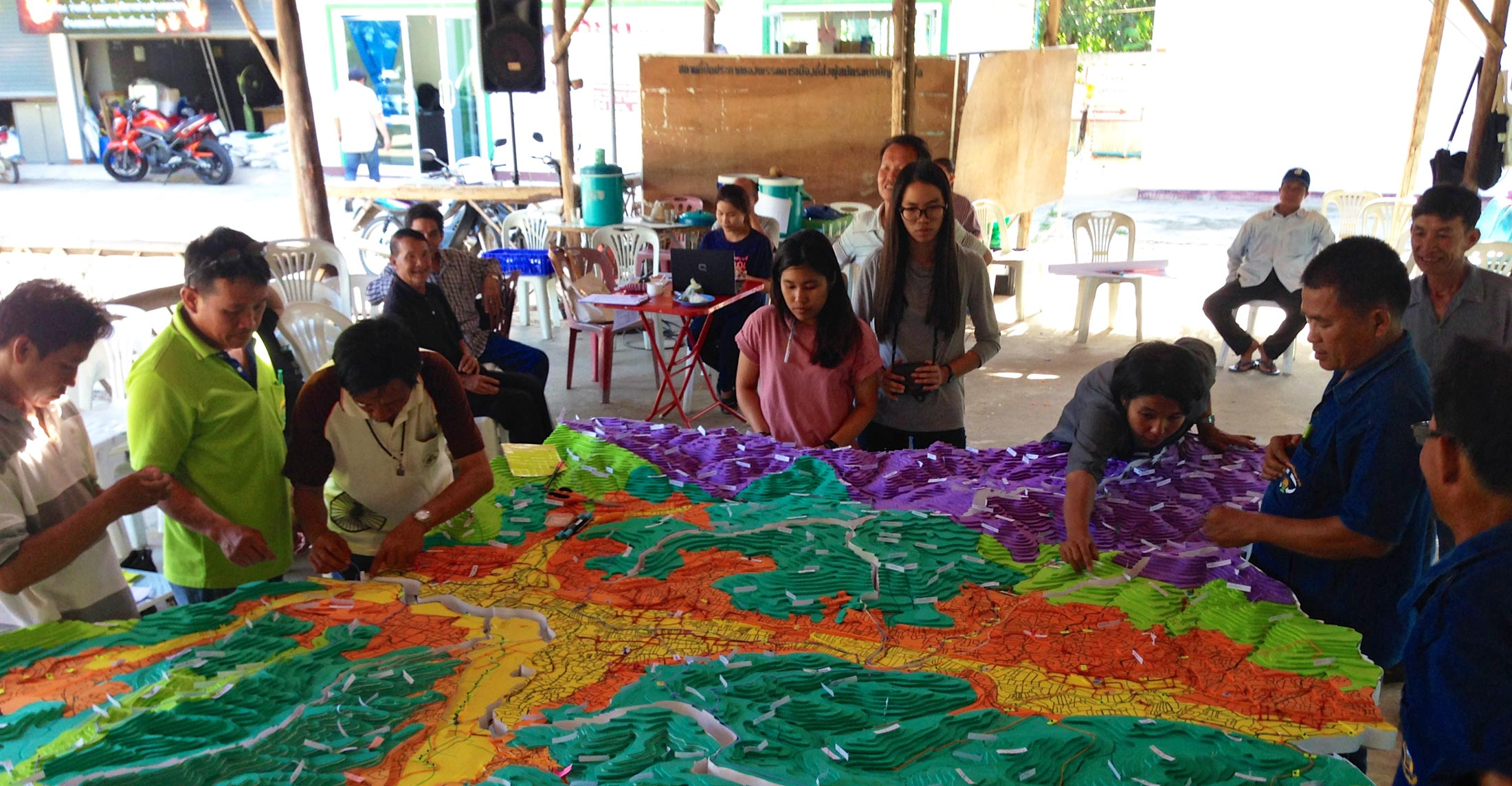 A community architects group, together with Mae-Tha subdistrict, show how protection of the national park forest can be performed simultaneously with management and preservation of agricultural practices.